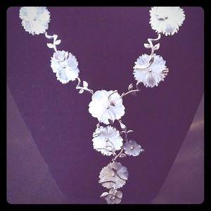 Jewelry - Dazzling Daisy Neck Decor